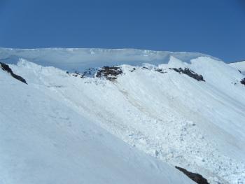 07すごい雪庇.jpg