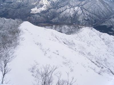16下山は稜線をそのまま.jpg