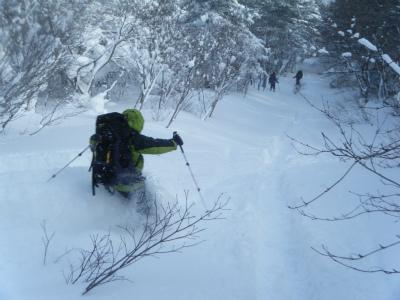 24スキー隊がいく.jpg